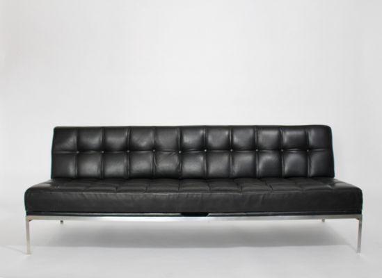 Ein schwarzes Ledersofa ist einfach ein bezauberndes Sofa für .