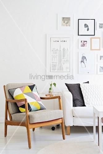 Fifty Sessel mit Holzgestell und Kissen … – Bild kaufen – 11404844 .