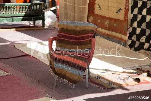 Kreative Sitzgelegenheit - Stuhl in Ägypten - Buy this stock photo .