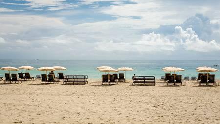 Miami, USA - 23. September 2012: Menschen South Beach Liegestühle .