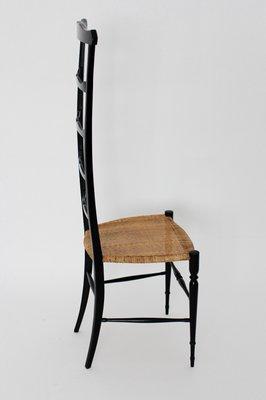 Stuhl mit hoher Rückenlehne