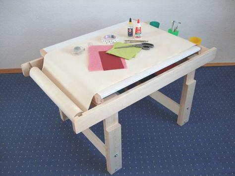 Kreativtisch für Kinder zum malen, basteln und spielen .