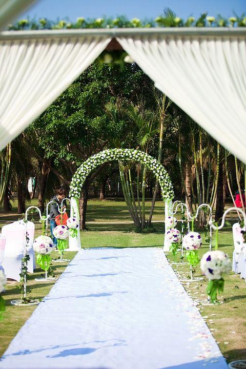 Heiraten im Freien - weißer Teppich | Heiraten, Disney hochzeit .