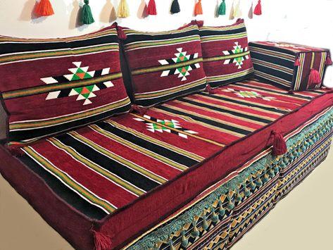 Orientalische traditionelle Sitzecke /Sitzkissen aus dem Golf .