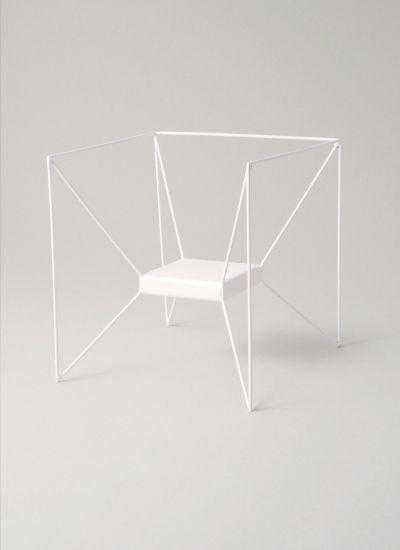 Weißer Stuhl aus Metall #chair #stuhl #chairdesign .
