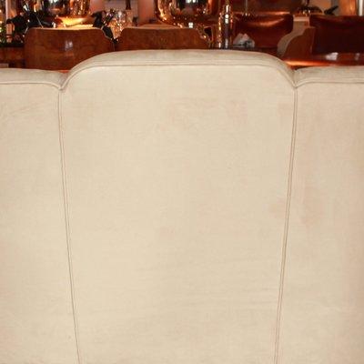 Art Deco 3-Sitzer Wildledersofa von Harry and Lou Epstein, 1930er .