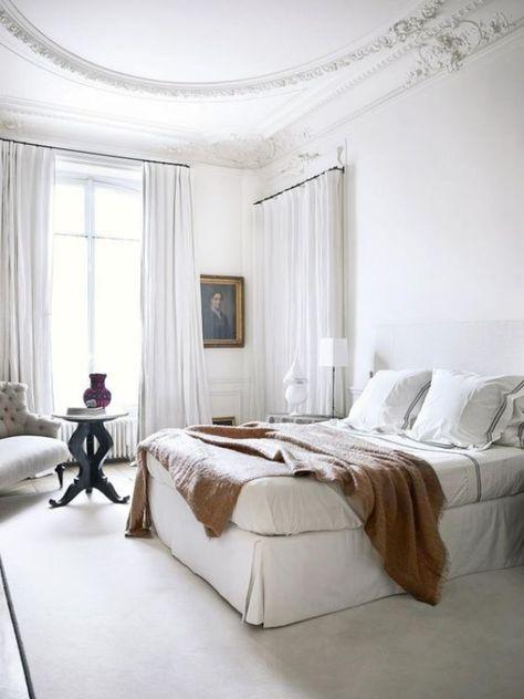 Pariser Chic im Schlafzimmer helles Ambiente Charme und Stil .