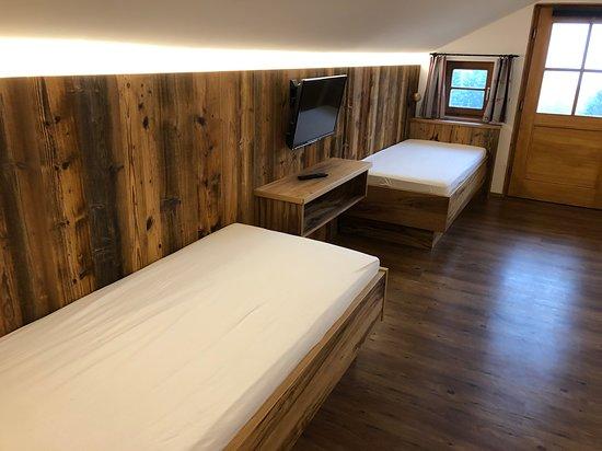 Familienzimmer - zwei Einzelbetten - Picture of Berggasthof Obere .